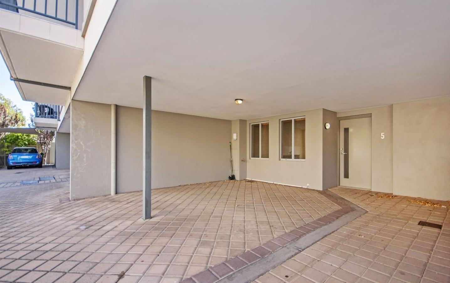 https://propertyphotos.vaultre.com.au/835/4857962__1587018571-5439-image24.jpg