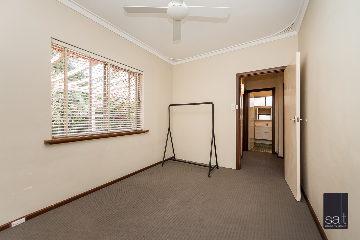 https://propertyphotos.vaultre.com.au/835/5804822__1588059752-18481-168bRiseleyStreetBooragoon-10.jpg