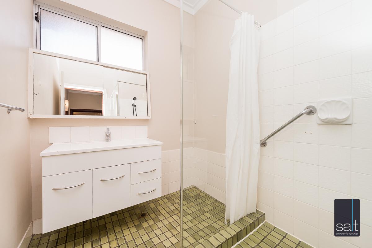 https://propertyphotos.vaultre.com.au/835/5804823__1588059755-28659-168bRiseleyStreetBooragoon-11.jpg