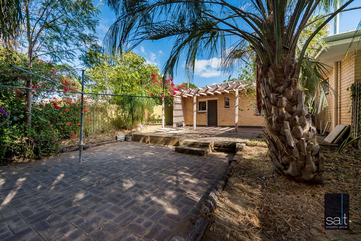 https://propertyphotos.vaultre.com.au/835/5804826__1588059779-18527-168bRiseleyStreetBooragoon-14.jpg