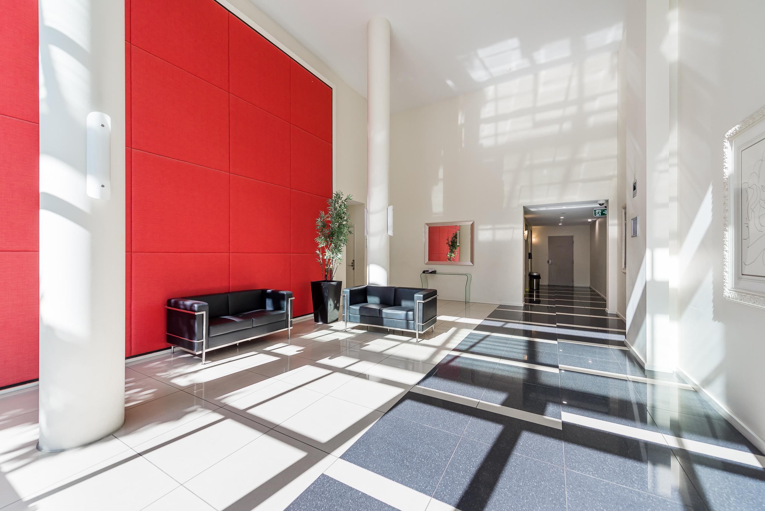https://propertyphotos.vaultre.com.au/835/5826999__1588558819-5410-39375HayStPerth-4.jpg