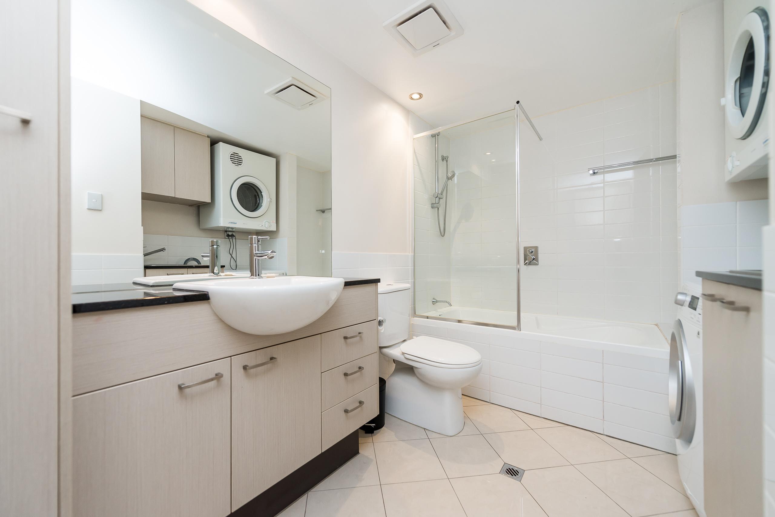 https://propertyphotos.vaultre.com.au/835/5827005__1588558900-5458-39375HayStPerth-10.jpg