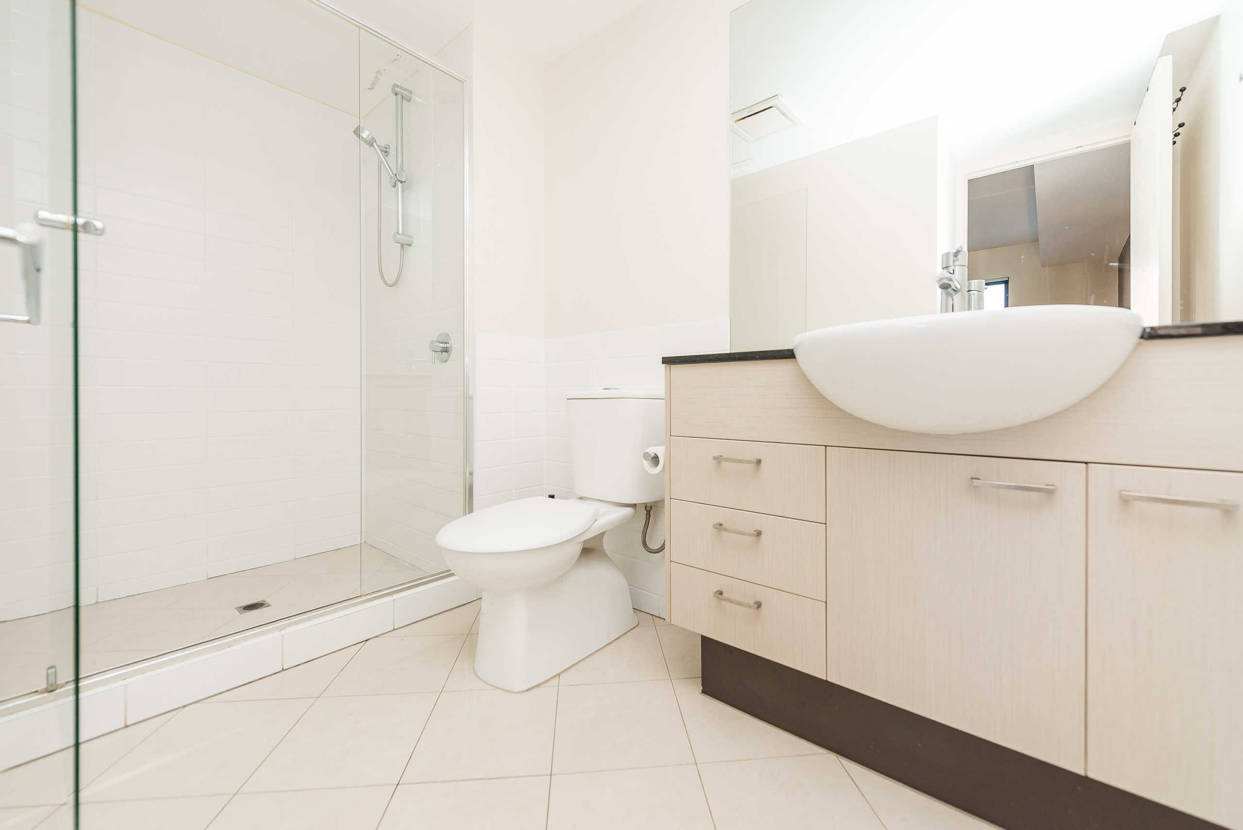 https://propertyphotos.vaultre.com.au/835/5827009__1588558933-5485-39375HayStPerth-13.jpg