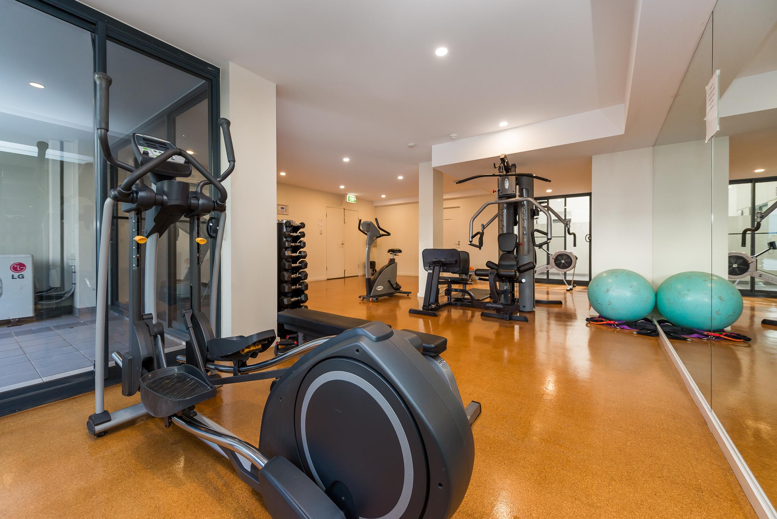 https://propertyphotos.vaultre.com.au/835/5827016__1588559017-5516-39375HayStPerth-17.jpg