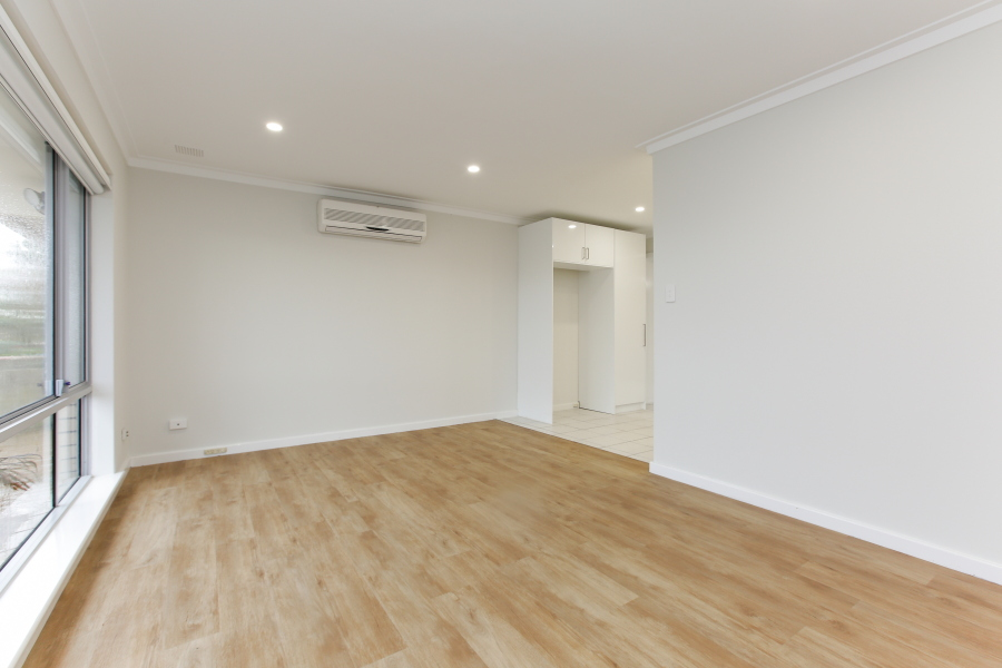 https://propertyphotos.vaultre.com.au/835/6908224__1590036205-20241-IMG0017.JPG