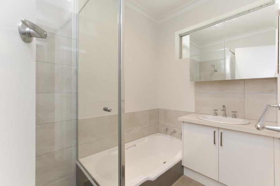 https://propertyphotos.vaultre.com.au/835/6908243__1590036227-3917-IMG0035.JPG