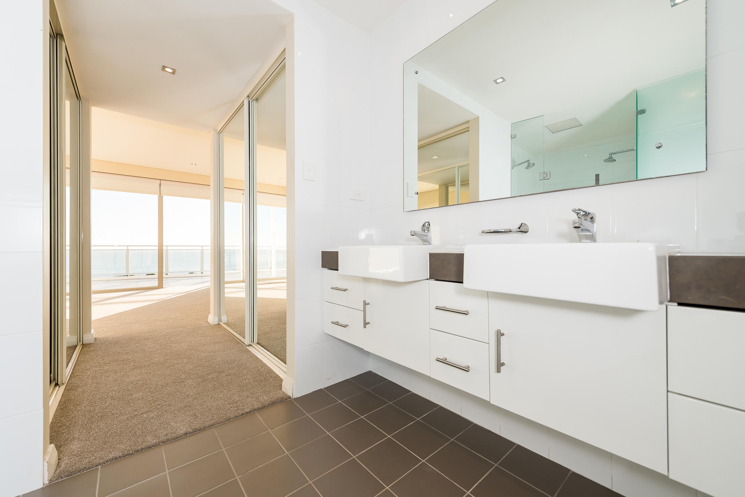 https://propertyphotos.vaultre.com.au/835/7125151__1590124066-26013-1852RollinsonRoadNorthCoogee-18.jpg