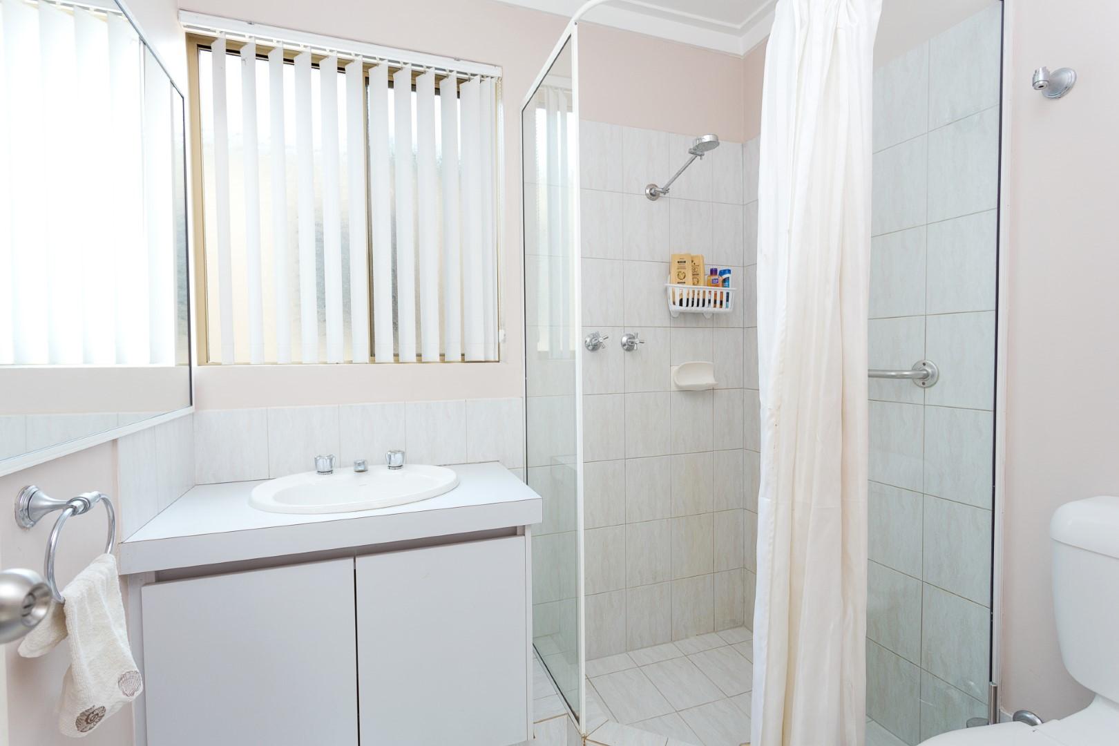 https://propertyphotos.vaultre.com.au/835/7219986__1590379480-22886-HIGH2203BatemanRoadBrentwood2of14.jpg