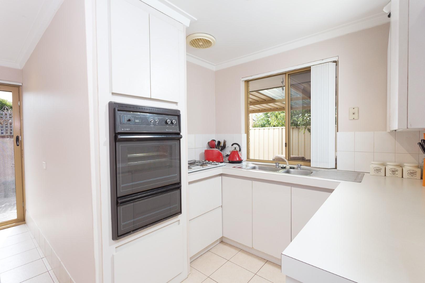 https://propertyphotos.vaultre.com.au/835/7219987__1590379481-3465-HIGH2203BatemanRoadBrentwood3of14.jpg