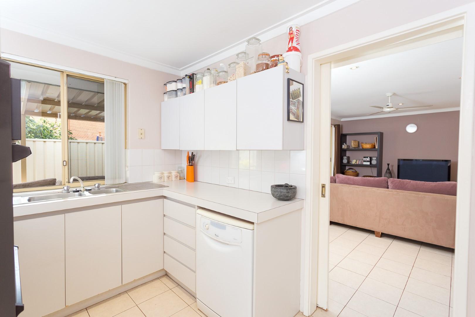 https://propertyphotos.vaultre.com.au/835/7219988__1590379482-22896-HIGH2203BatemanRoadBrentwood4of14.jpg