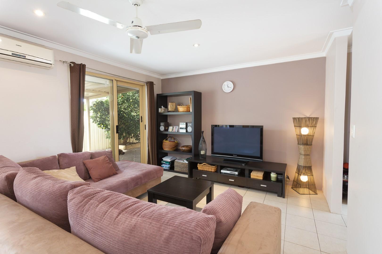 https://propertyphotos.vaultre.com.au/835/7219989__1590379484-3474-HIGH2203BatemanRoadBrentwood5of14.jpg