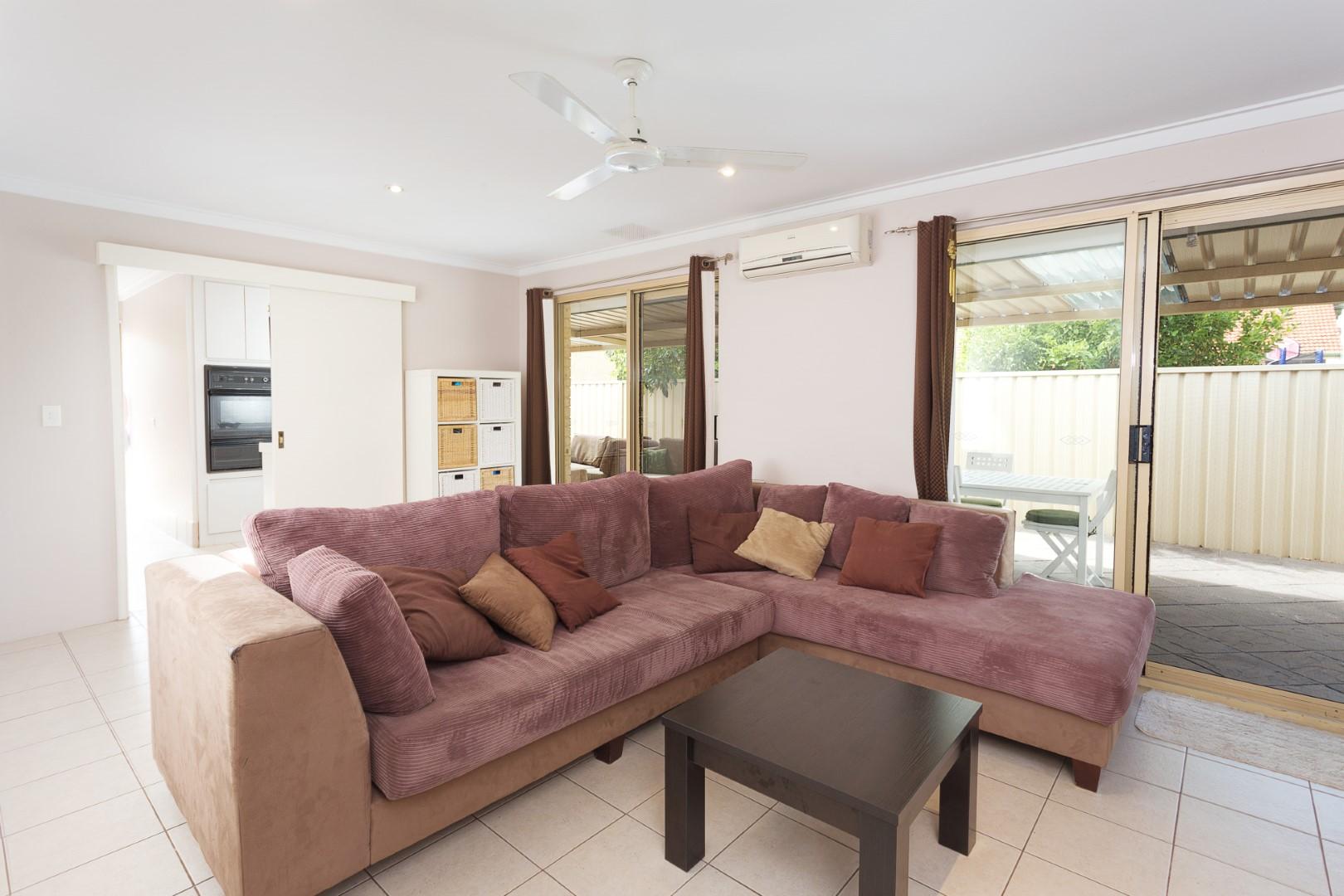 https://propertyphotos.vaultre.com.au/835/7219991__1590379486-3488-HIGH2203BatemanRoadBrentwood7of14.jpg