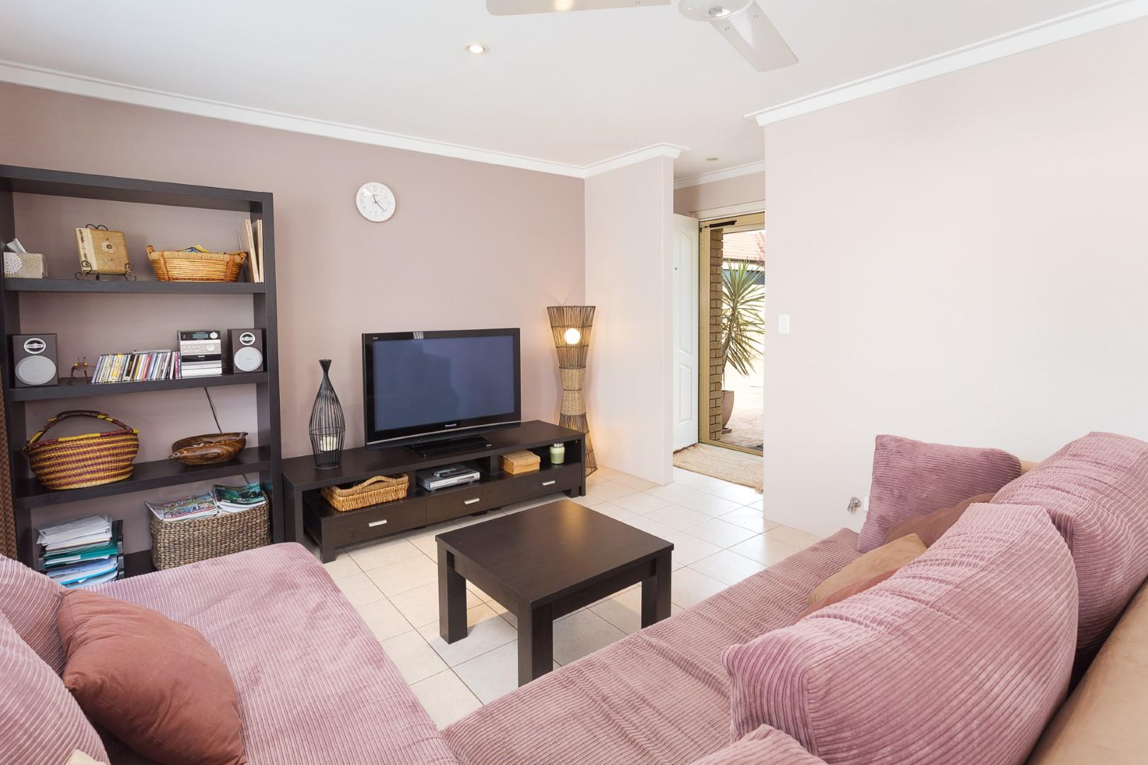 https://propertyphotos.vaultre.com.au/835/7219992__1590379487-11602-HIGH2203BatemanRoadBrentwood8of14.jpg
