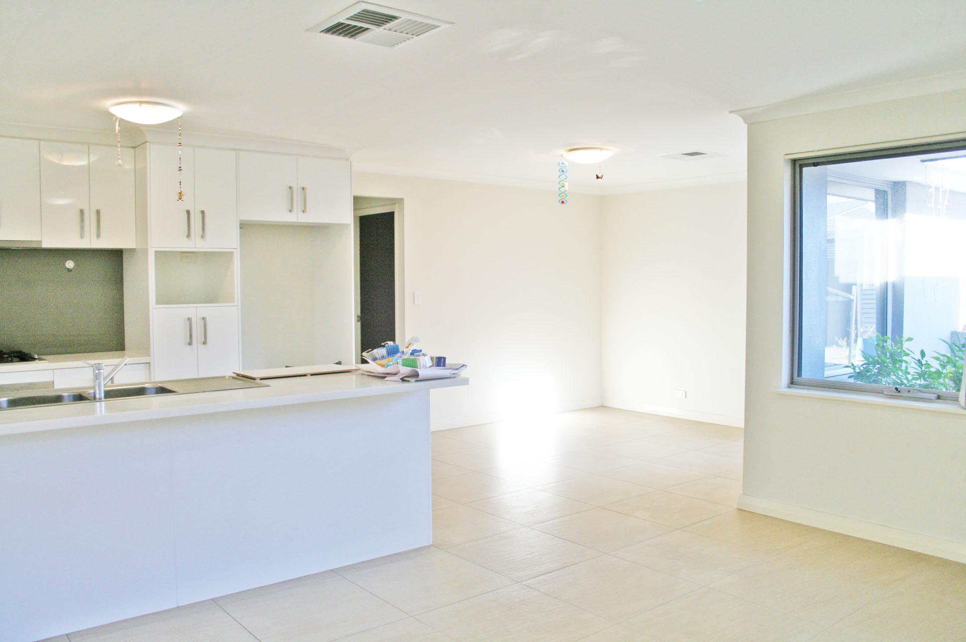 https://propertyphotos.vaultre.com.au/835/7356789__1590400304-11302-IMG3236done.jpg