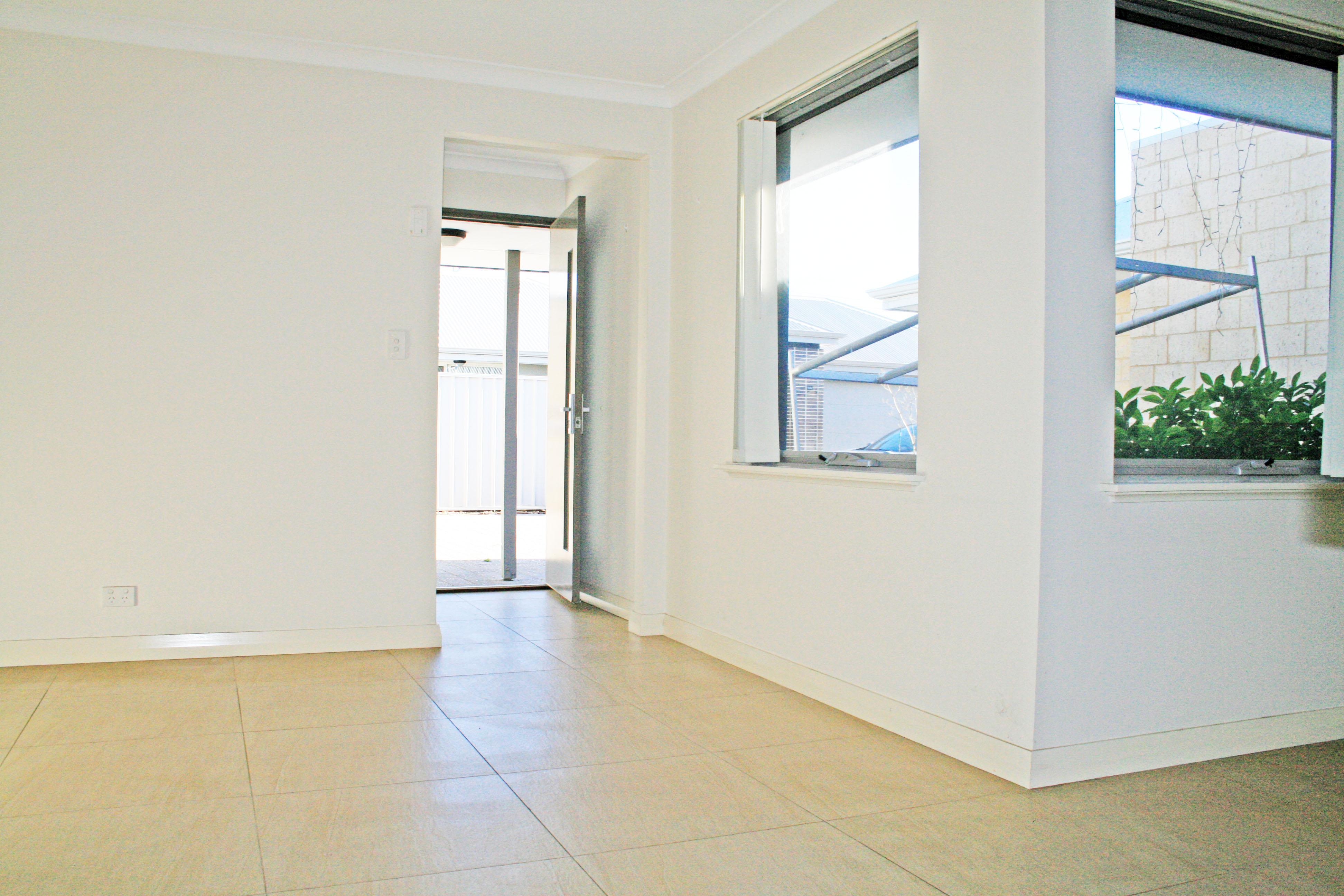 https://propertyphotos.vaultre.com.au/835/7356790__1590400308-11307-IMG3256done.jpg