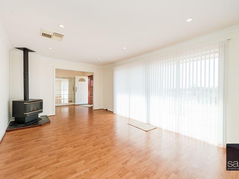 https://propertyphotos.vaultre.com.au/835/756436__reaimport-1568678455-347100-28907.jpg