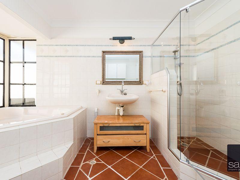 https://propertyphotos.vaultre.com.au/835/756439__reaimport-1568678456-347100-28907.jpg