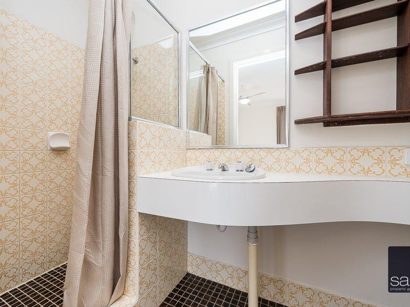 https://propertyphotos.vaultre.com.au/835/756442__reaimport-1568678457-347100-28907.jpg