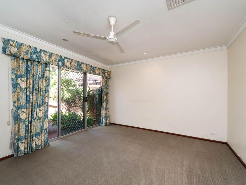 https://propertyphotos.vaultre.com.au/835/756644__reaimport-1568678533-347121-442167.jpg