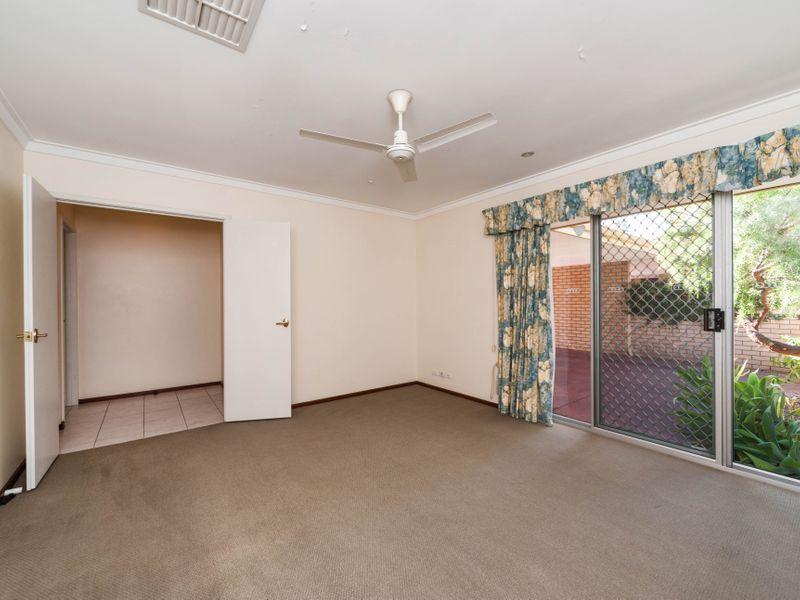 https://propertyphotos.vaultre.com.au/835/756645__reaimport-1568678533-347121-442167.jpg