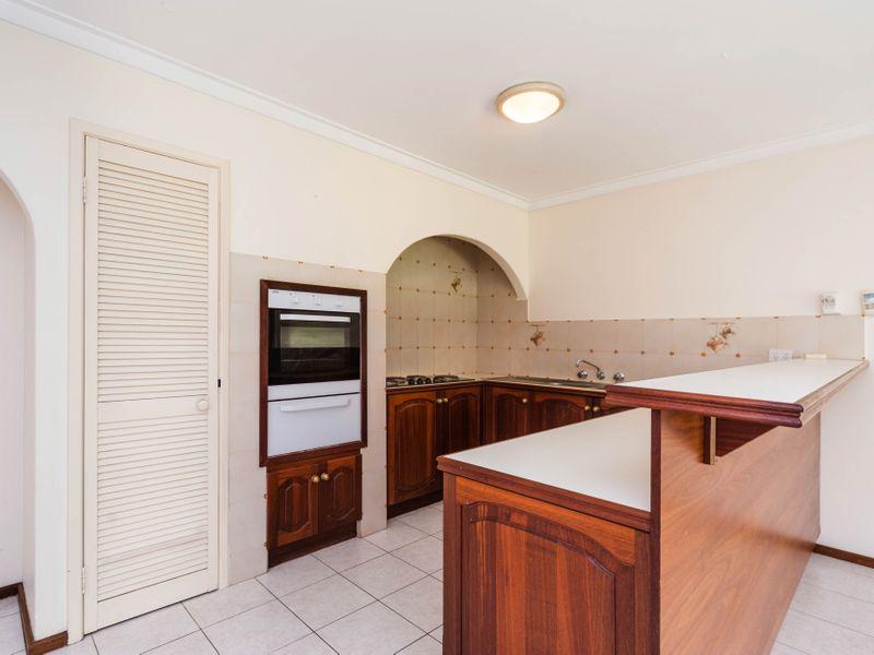 https://propertyphotos.vaultre.com.au/835/756646__reaimport-1568678534-347121-442167.jpg
