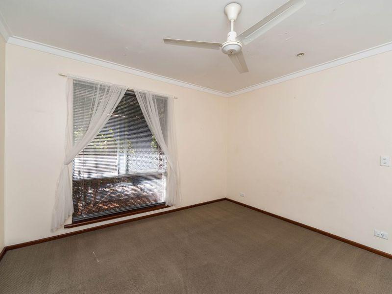 https://propertyphotos.vaultre.com.au/835/756648__reaimport-1568678534-347121-442167.jpg