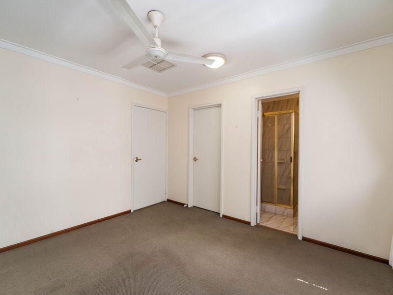 https://propertyphotos.vaultre.com.au/835/756649__reaimport-1568678535-347121-442167.jpg