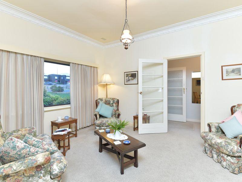 https://propertyphotos.vaultre.com.au/835/756746__reaimport-1568678578-347130-442176.jpg
