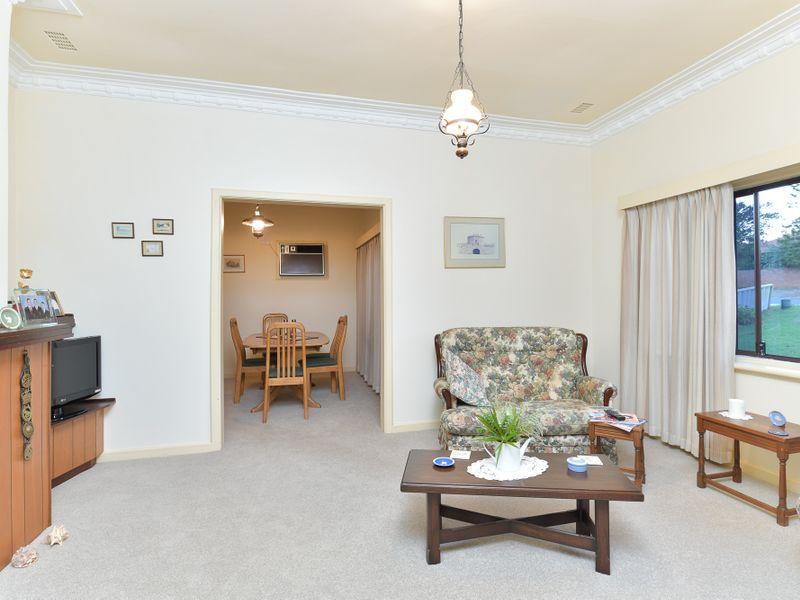 https://propertyphotos.vaultre.com.au/835/756747__reaimport-1568678578-347130-442176.jpg