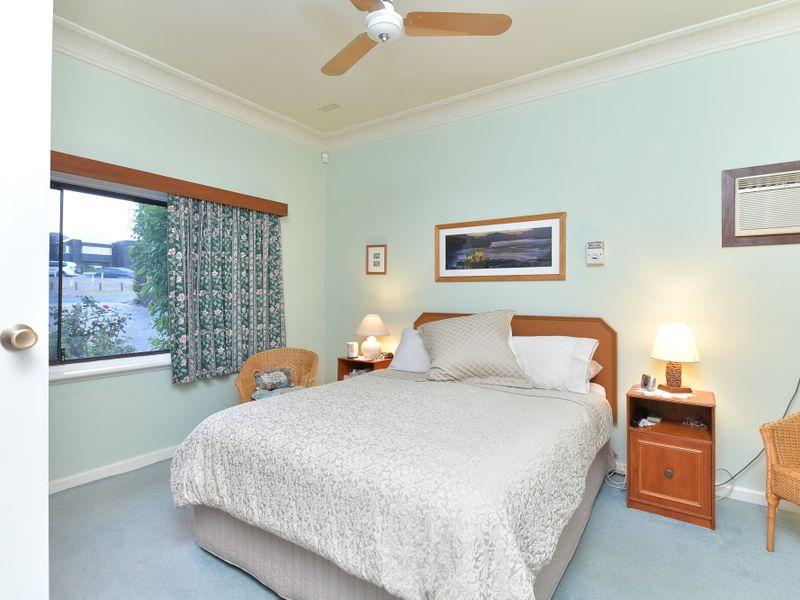 https://propertyphotos.vaultre.com.au/835/756748__reaimport-1568678578-347130-442176.jpg