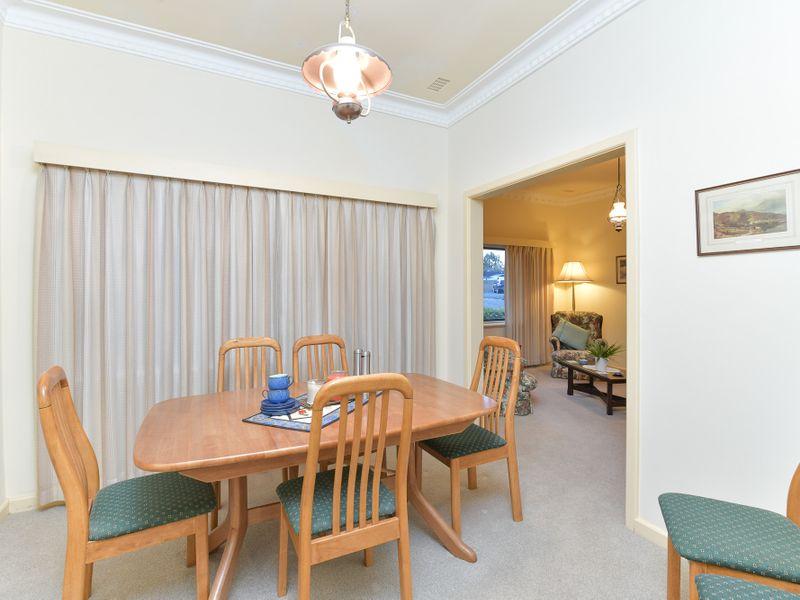 https://propertyphotos.vaultre.com.au/835/756749__reaimport-1568678579-347130-442176.jpg