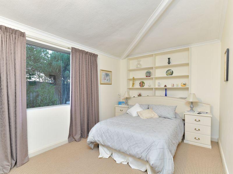 https://propertyphotos.vaultre.com.au/835/756750__reaimport-1568678579-347130-442176.jpg