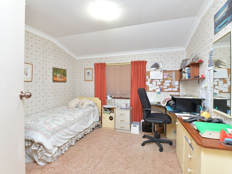 https://propertyphotos.vaultre.com.au/835/756751__reaimport-1568678579-347130-442176.jpg