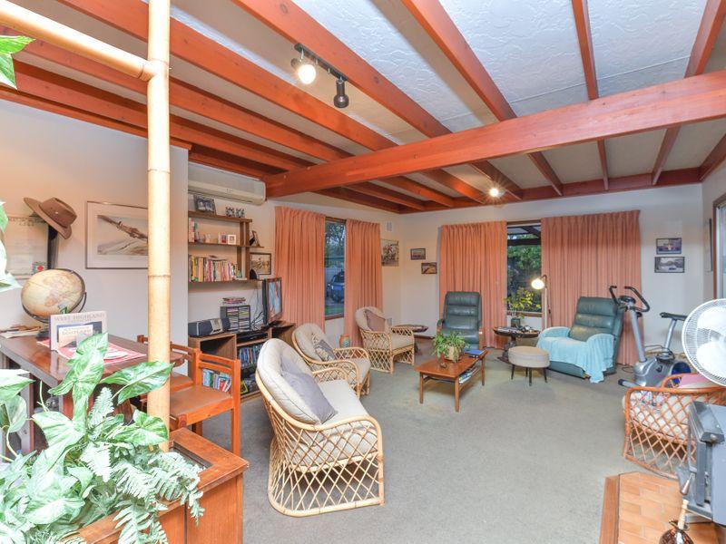 https://propertyphotos.vaultre.com.au/835/756753__reaimport-1568678580-347130-442176.jpg