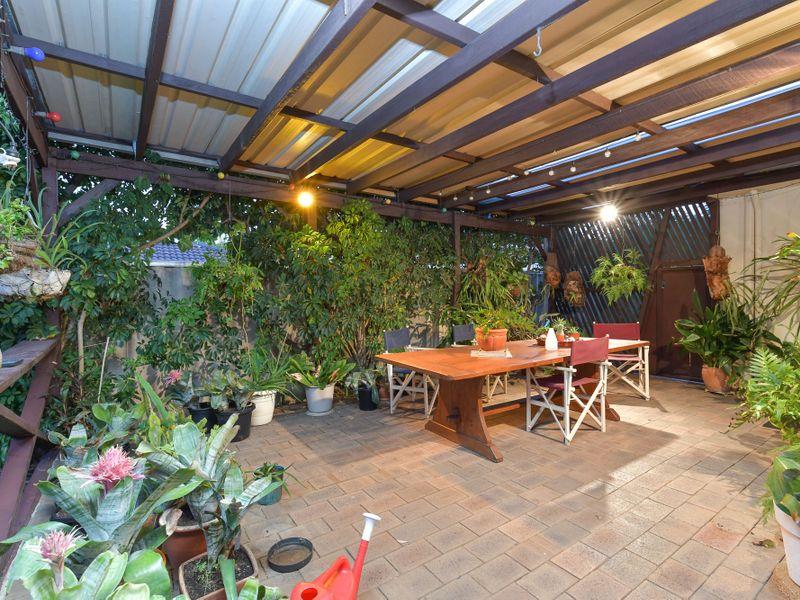 https://propertyphotos.vaultre.com.au/835/756754__reaimport-1568678580-347130-442176.jpg