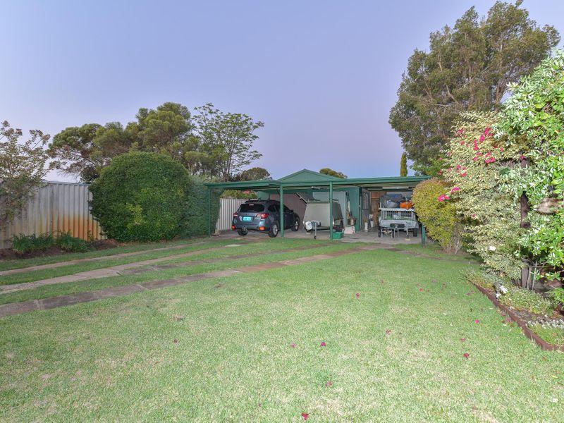 https://propertyphotos.vaultre.com.au/835/756756__reaimport-1568678581-347130-442176.jpg