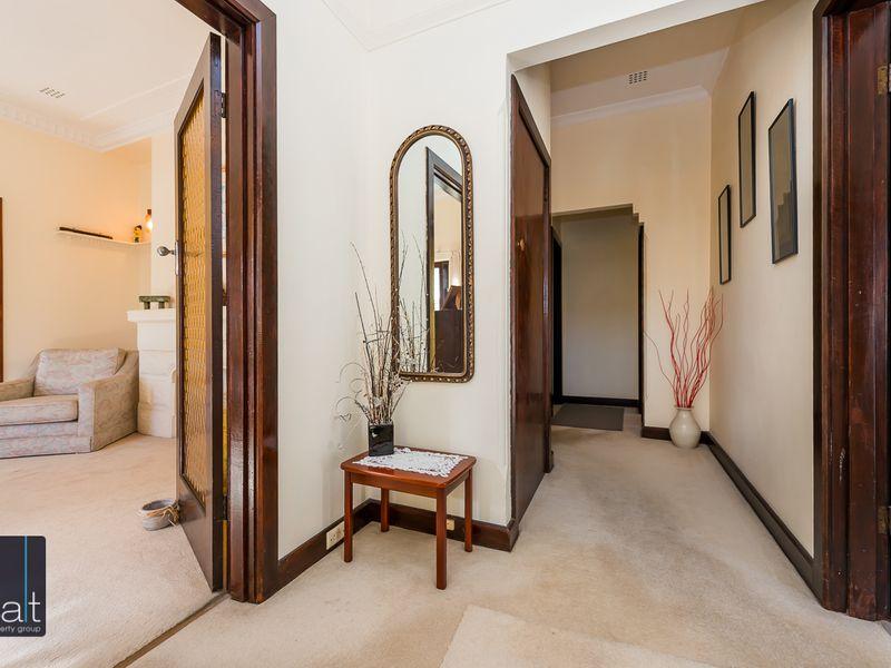 https://propertyphotos.vaultre.com.au/835/756764__reaimport-1568678585-347131-442177.jpg