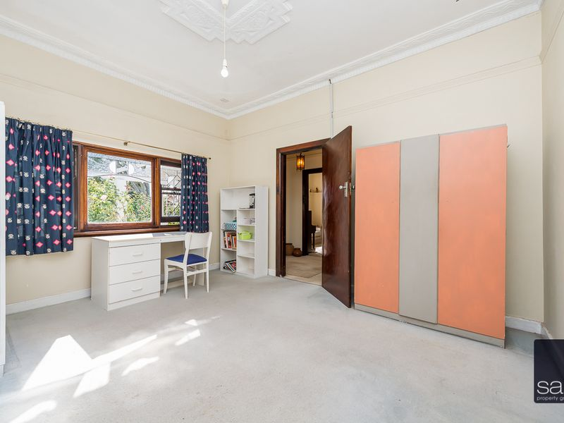 https://propertyphotos.vaultre.com.au/835/756769__reaimport-1568678586-347131-442177.jpg