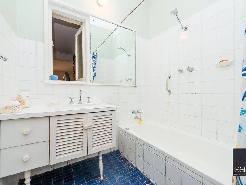 https://propertyphotos.vaultre.com.au/835/756777__reaimport-1568678589-347131-442177.jpg