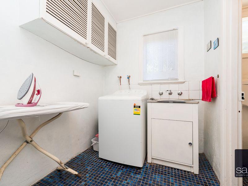https://propertyphotos.vaultre.com.au/835/756778__reaimport-1568678590-347131-442177.jpg