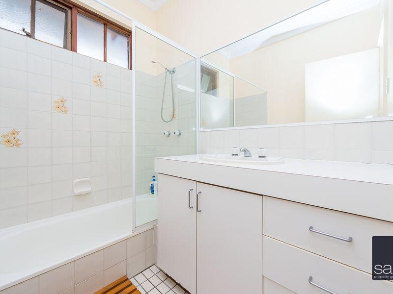https://propertyphotos.vaultre.com.au/835/756797__reaimport-1568678597-347132-442178.jpg