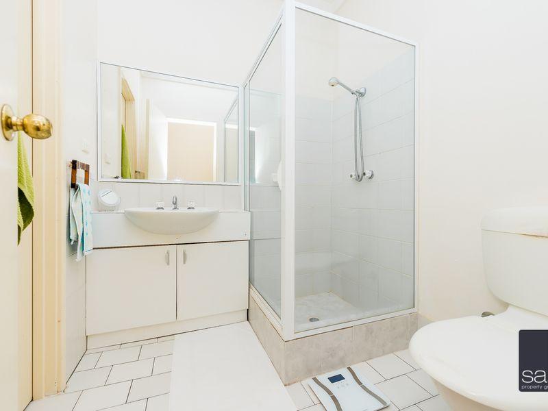 https://propertyphotos.vaultre.com.au/835/756800__reaimport-1568678599-347132-442178.jpg