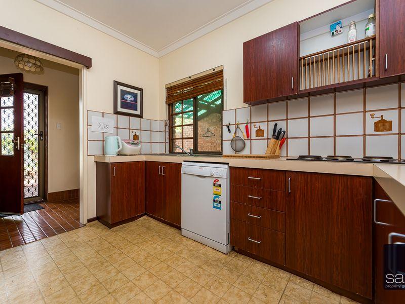 https://propertyphotos.vaultre.com.au/835/756801__reaimport-1568678599-347132-442178.jpg