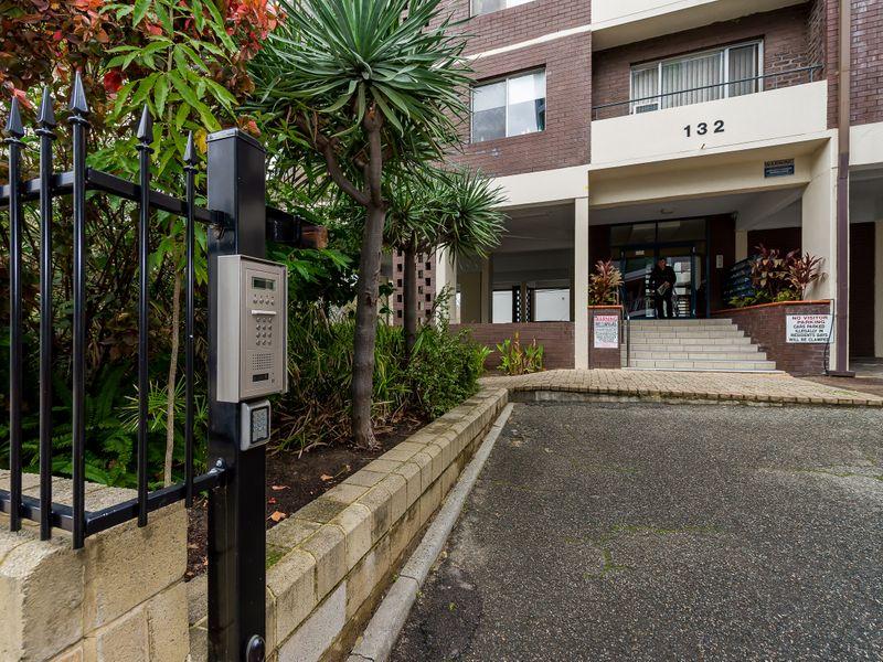 https://propertyphotos.vaultre.com.au/835/756841__reaimport-1568678617-347136-442182.jpg