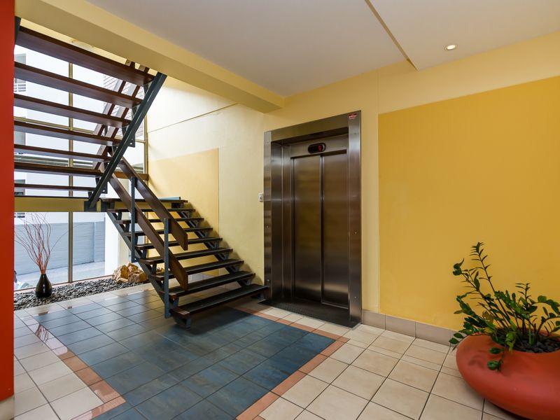 https://propertyphotos.vaultre.com.au/835/756842__reaimport-1568678618-347136-442182.jpg