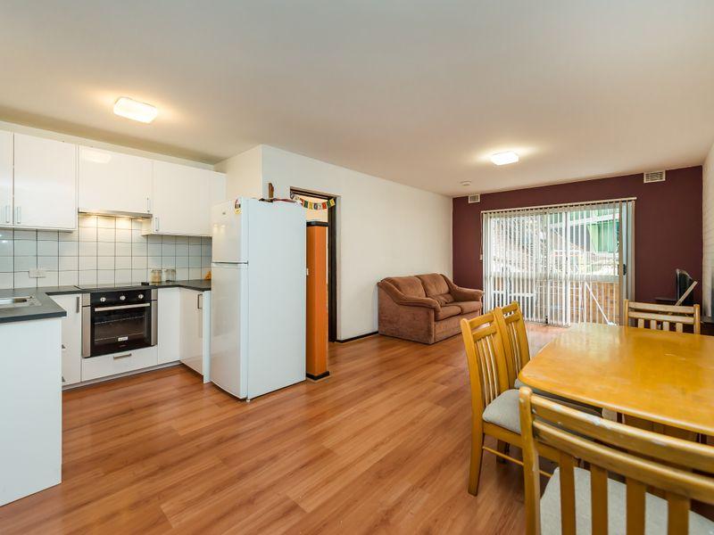 https://propertyphotos.vaultre.com.au/835/756843__reaimport-1568678618-347136-442182.jpg