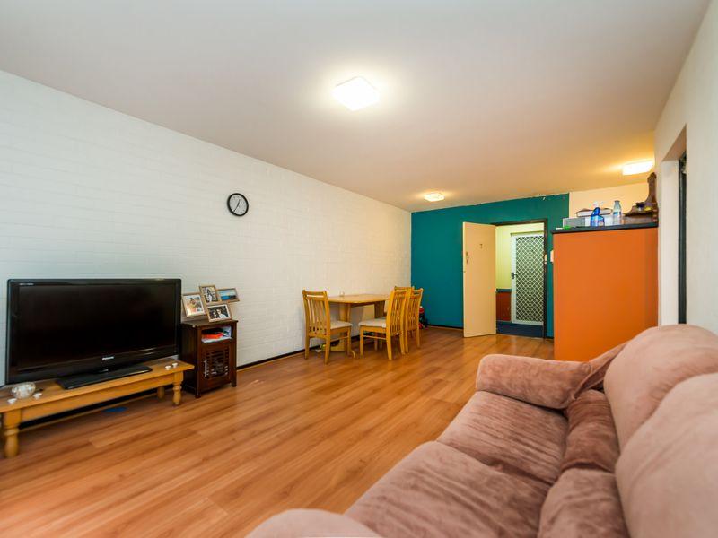 https://propertyphotos.vaultre.com.au/835/756845__reaimport-1568678619-347136-442182.jpg