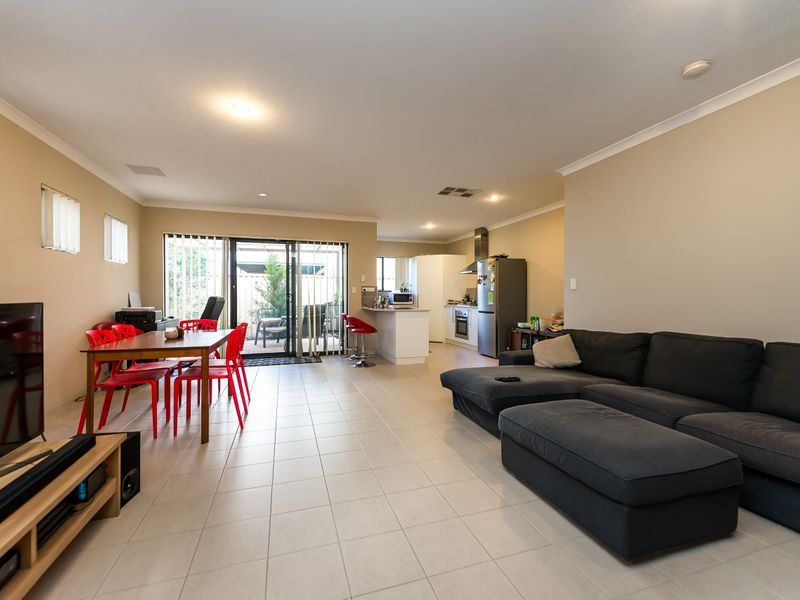 https://propertyphotos.vaultre.com.au/835/756883__reaimport-1568678633-347138-442184.jpg