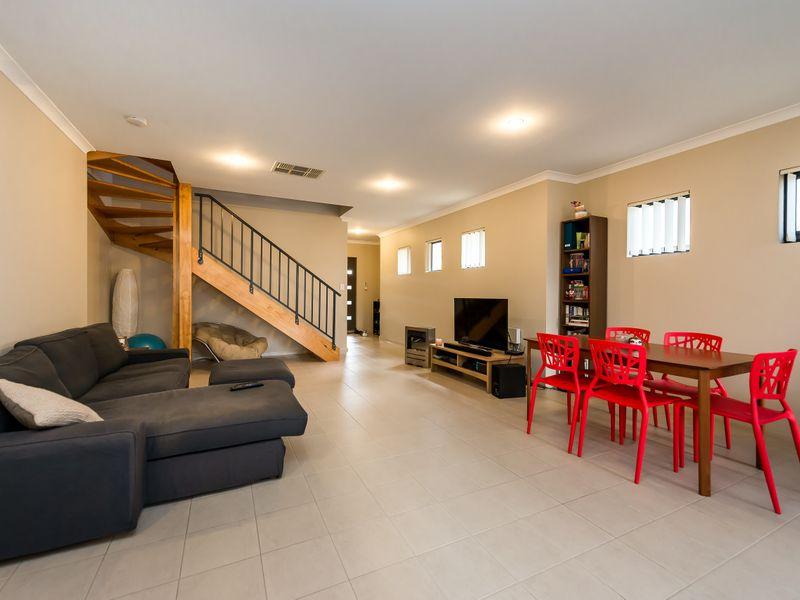 https://propertyphotos.vaultre.com.au/835/756884__reaimport-1568678633-347138-442184.jpg