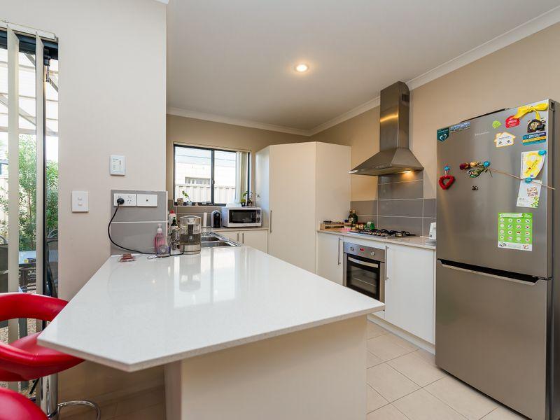 https://propertyphotos.vaultre.com.au/835/756885__reaimport-1568678634-347138-442184.jpg